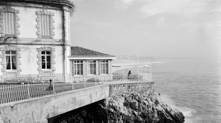 Foto Vintage de hotel a beira do mar